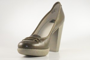 Lacoste Missie Gloss KID Leder Pumps High Heels braun/grau
